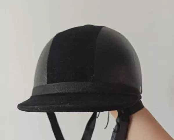 دو عدد کلاه سوارکاری نو زنانه و مردانه