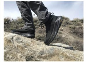 کفش های سبک برای انجام کوهنوردی