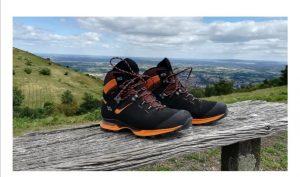 یک نمونه کفش مناسب کوهنوردی